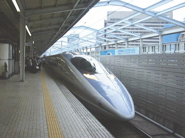東京へ向かうのぞみ号(500系)/新大阪駅にて