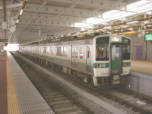 719系5000番台 奥羽線 普通 山形行き 新庄駅/2000.1.9