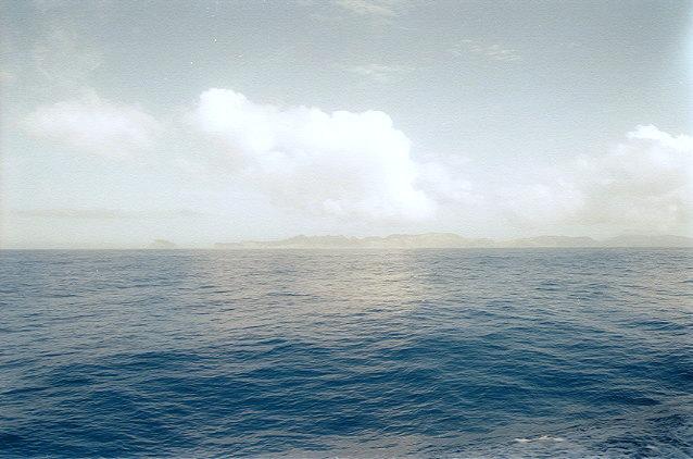 おがさわら丸から見た父島(1)