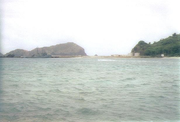 二見港に停泊している自衛隊の船