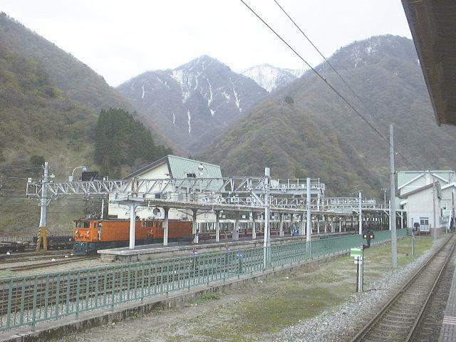 黒部峡谷鉄道:欅平方面から列車が到着